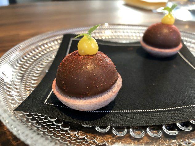 Amuse Bouche: Foie Gras / Schokolade / Mirabelle