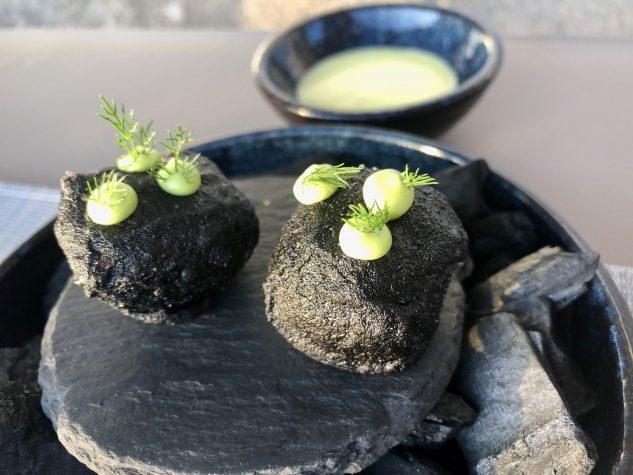 Holzkohlebeignet / Limetten-Dip